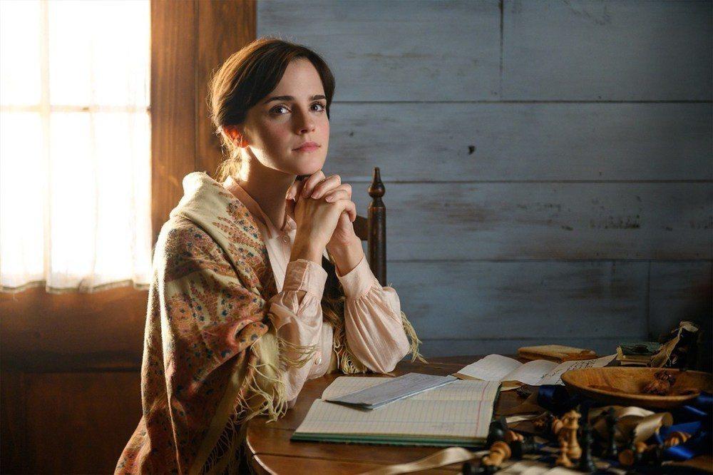 艾瑪華森在最新「小婦人」扮演大姊梅格,造型優雅美麗。圖/摘自imdb