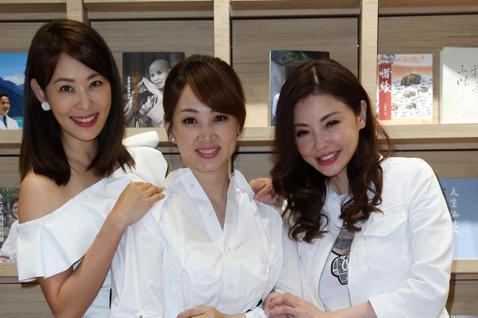 藝人郁方下午舉行新書發表會,眾好友賈永婕、何如芸到場祝賀。