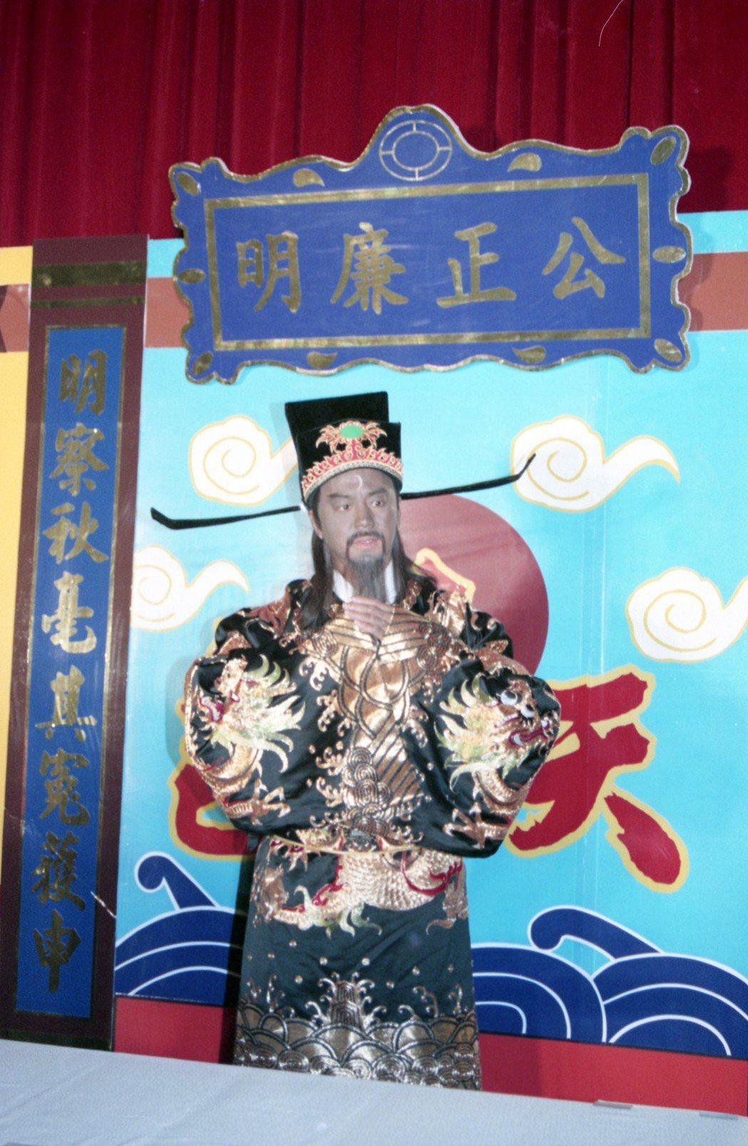 香港電視劇「包青天」也轟動一時。圖為飾演包青天藝人狄龍。 圖/報系資料照片