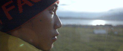 由廣告與流行音樂界導演黃茂森,首度執導的紀錄片「出發」,貼身記錄極地超馬運動員陳彥博在惡劣環境下的挑戰過程和動人心境。自5月底上映,至6月19日全台已突破千萬票房,更成為近一年來台灣紀錄片唯一突破1...
