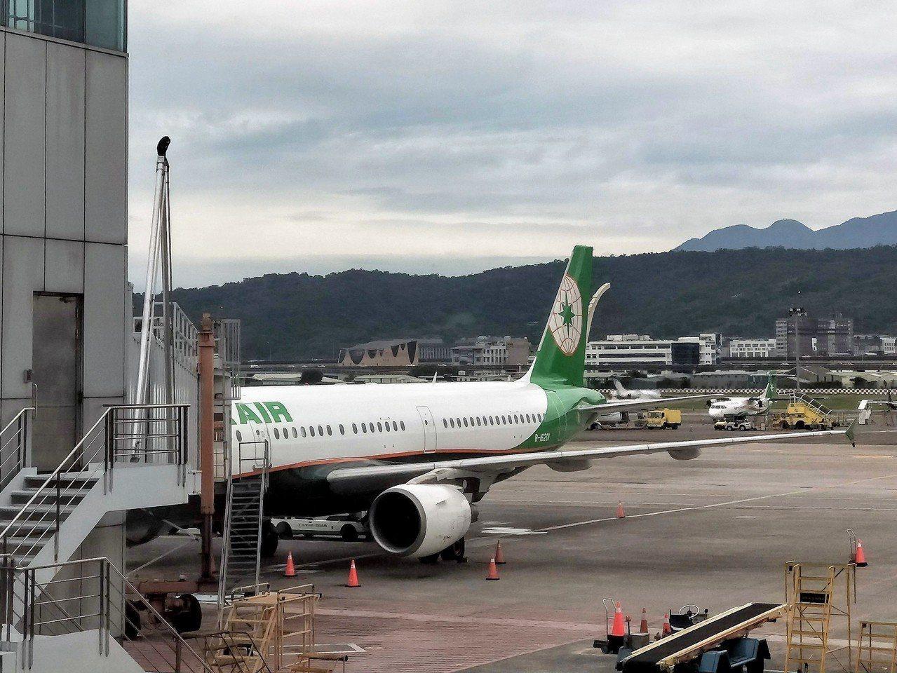 立榮航空是澎湖居民與外地旅客的重要交通工作,馬公航空站表示,這個周末的班機會維持...