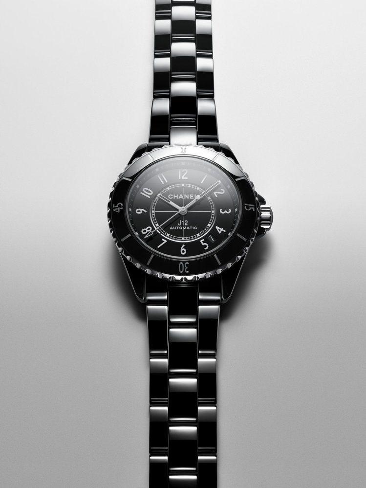J12腕表數字時標款,38毫米黑色抗磨精密陶瓷搭配精鋼表殼、Caliber 12...