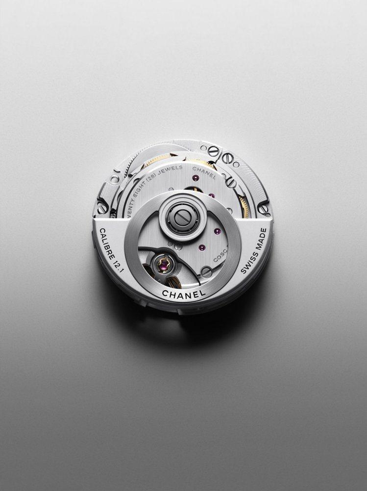 全新J12腕表搭載的CALIBER 12.1自動上鍊機械機芯,由KENISSI表...