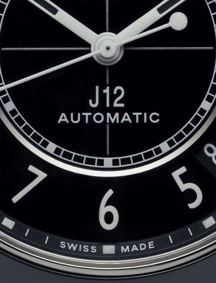 全新J12腕表改版全新風貌,並不改動J12之所以成為傳奇的特徵,但細節更為精緻。...