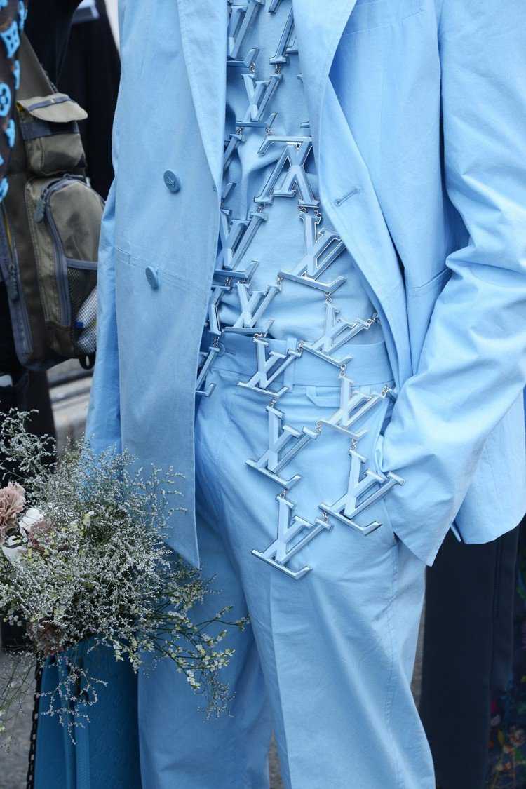 服裝上的LV金屬裝飾相當細緻而精巧。圖/LV提供