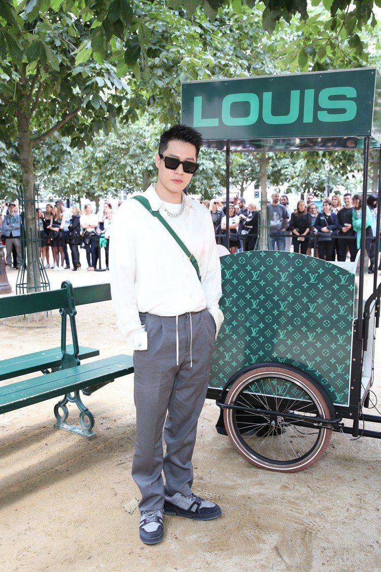 周湯豪獲邀前往巴黎觀賞2020春夏男裝大秀。圖/LV提供