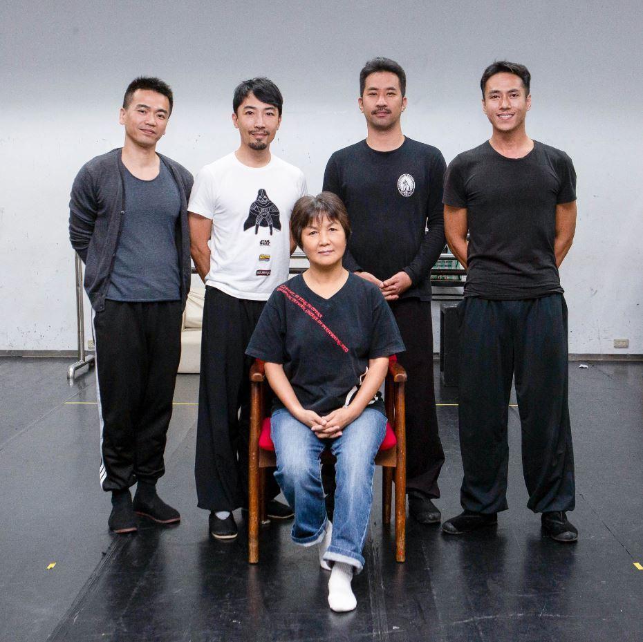 「夜巡」演出演員莊凱勛、黃健瑋和師母。圖/凱渥提供