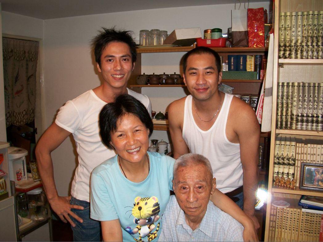 莊凱勛9年前到師父師母家拜訪。圖/凱渥提供