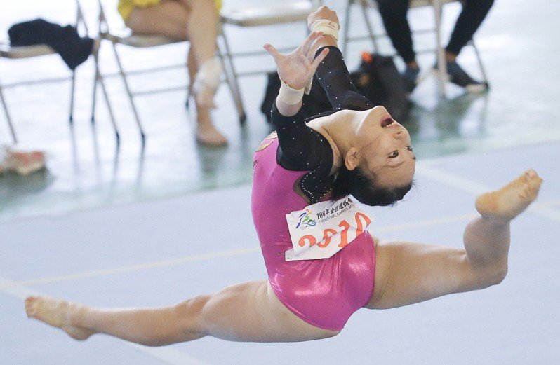 新北市的東京奧運競技體操女國手丁華恬今天在平衡木決賽扳回顏面,以12.867分登頂,收下個人在108年全運會的唯一金牌。  報系資料照