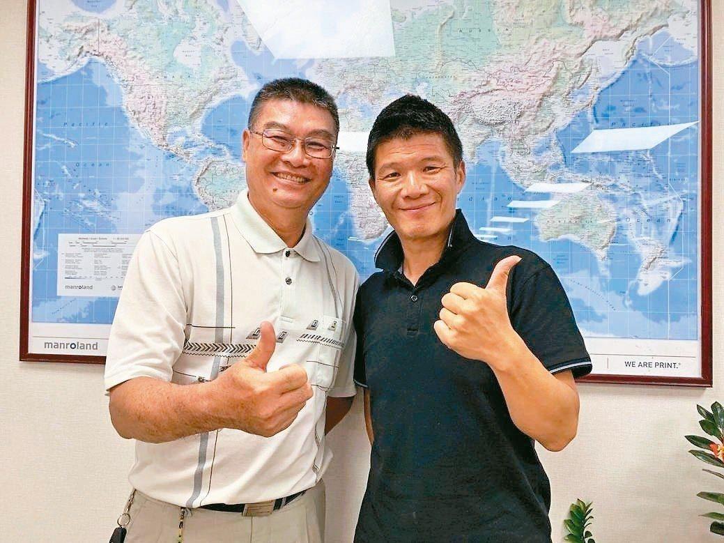 旅遊達人Super(右)及巨匠旅遊研究發展部協理莊立育,暢談由達人領路的高端絲路...