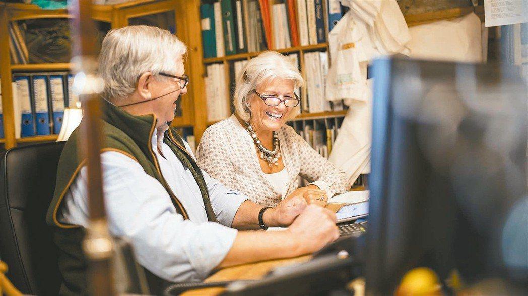 退休後不再上班,並不意味從此不再上網。無論使用頻繁與否,職場中適合你的社群媒體,...