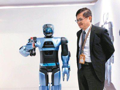 台灣科技業者持續投入機器人領域,這項產品考驗軟硬體整合能力、AI學習能力,更要考...