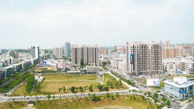高雄文山特區有大片綠地,生活機能品質佳。 報系資料照