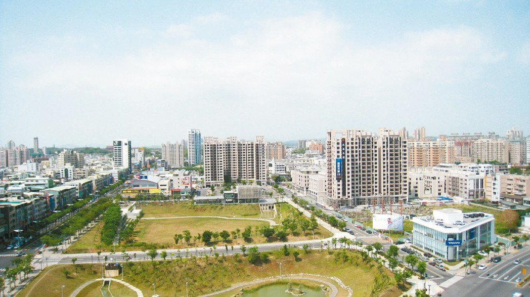 高雄文山特區有大片綠地,生活機能品質佳。 圖/聯合報系資料照片