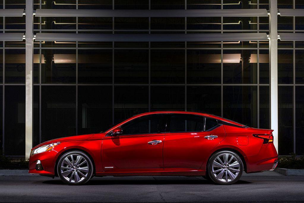 Nissan全球產品戰略規劃副總裁Ivan Espinosa提到:正因為競爭對手...