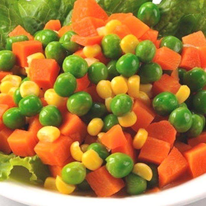 營養師提醒,一般所謂三色蔬內所含的紅蘿蔔丁、玉米粒及豌豆仁,僅有紅蘿蔔丁屬於蔬菜...