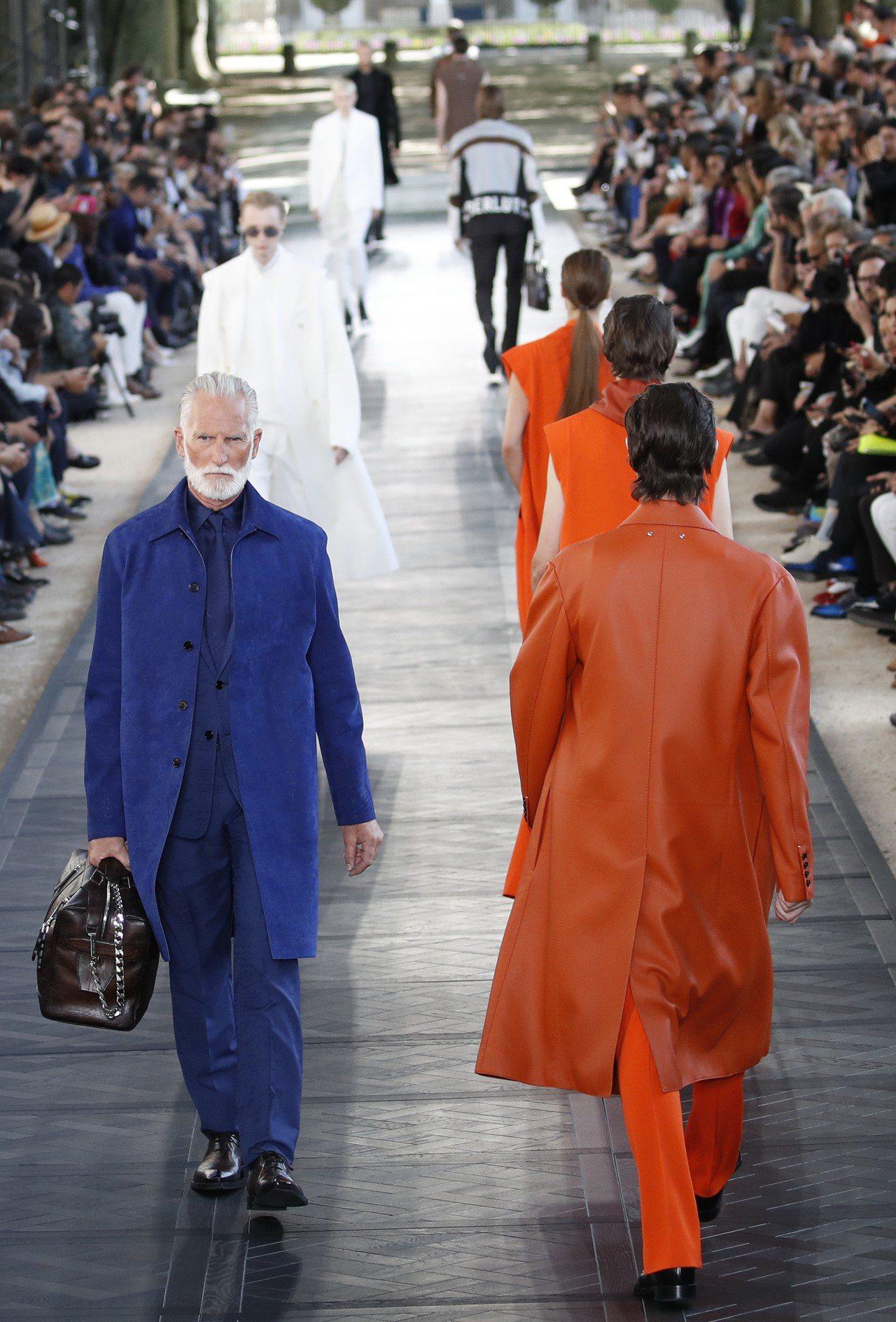 BERLUTI延續上一季的鮮豔色彩,高飽和度的顏色靈感來自皮革染料。圖/美聯社