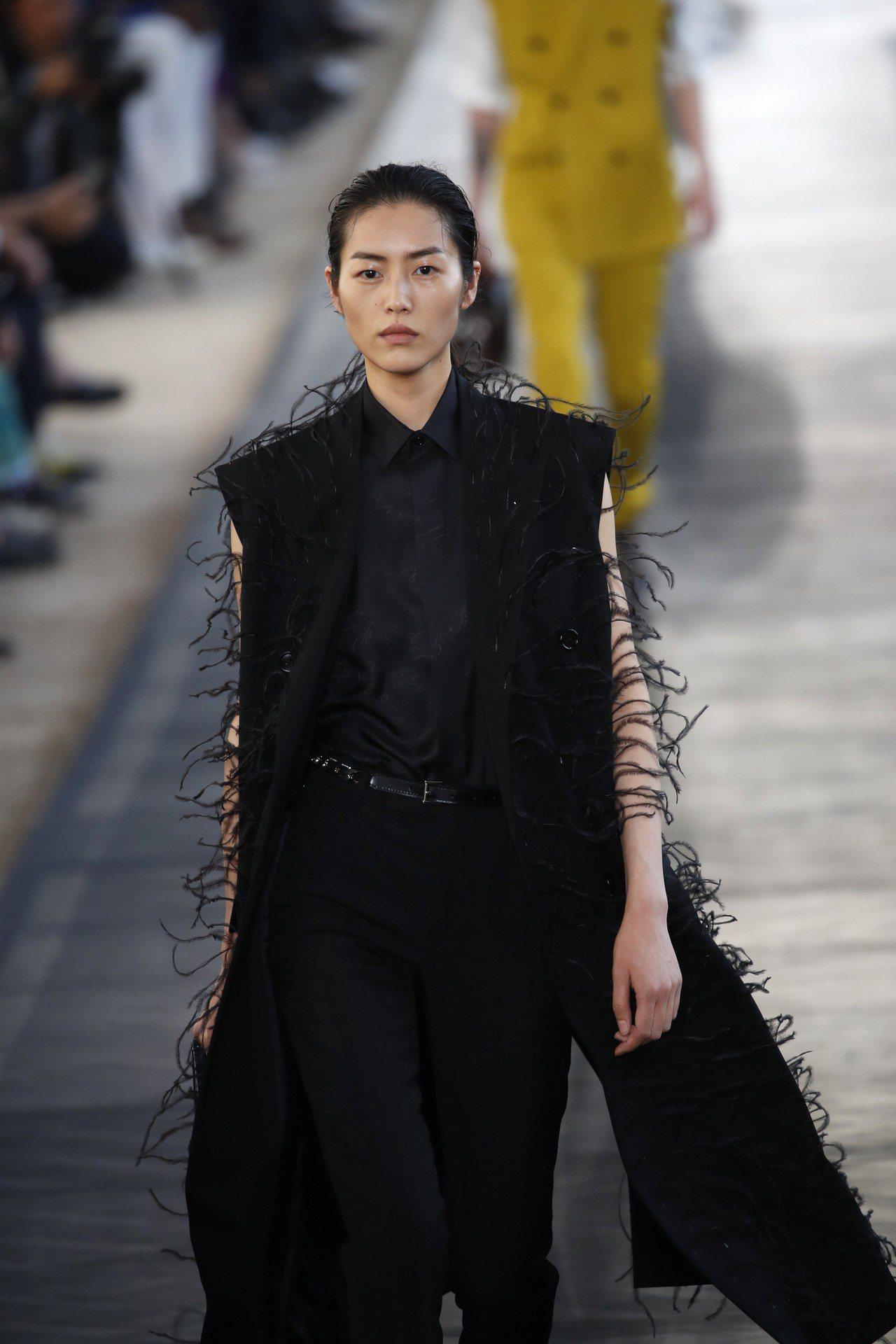 超模劉雯為BERLUTI男裝走秀。圖/美聯社
