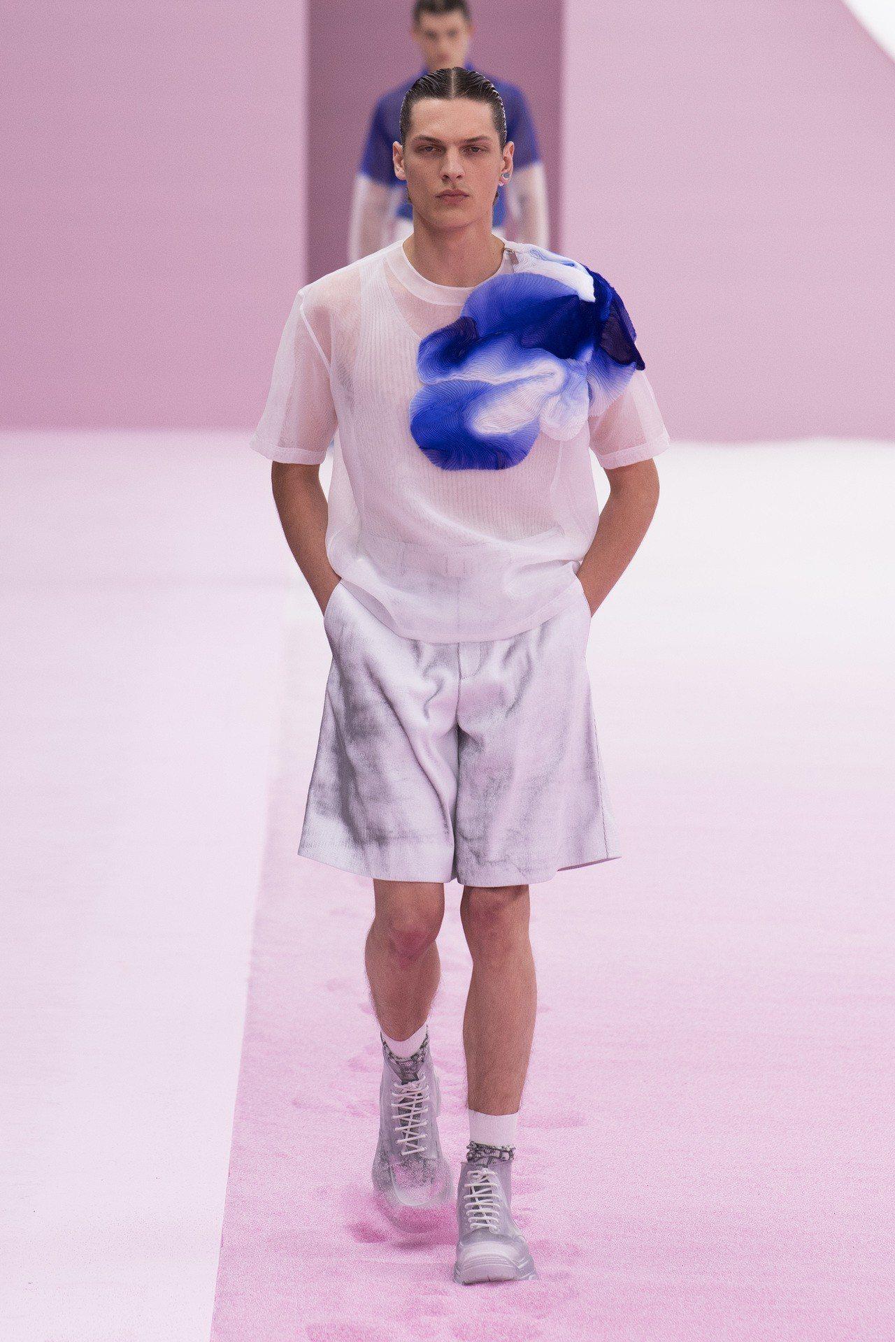 DIOR本季善用抓皺的喬治紗裝飾,遠看彷彿墨水暈染的效果。圖/DIOR提供