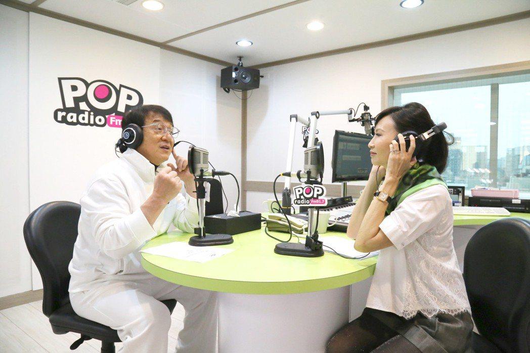 成龍接受汪用和訪問。圖/pop radio提供