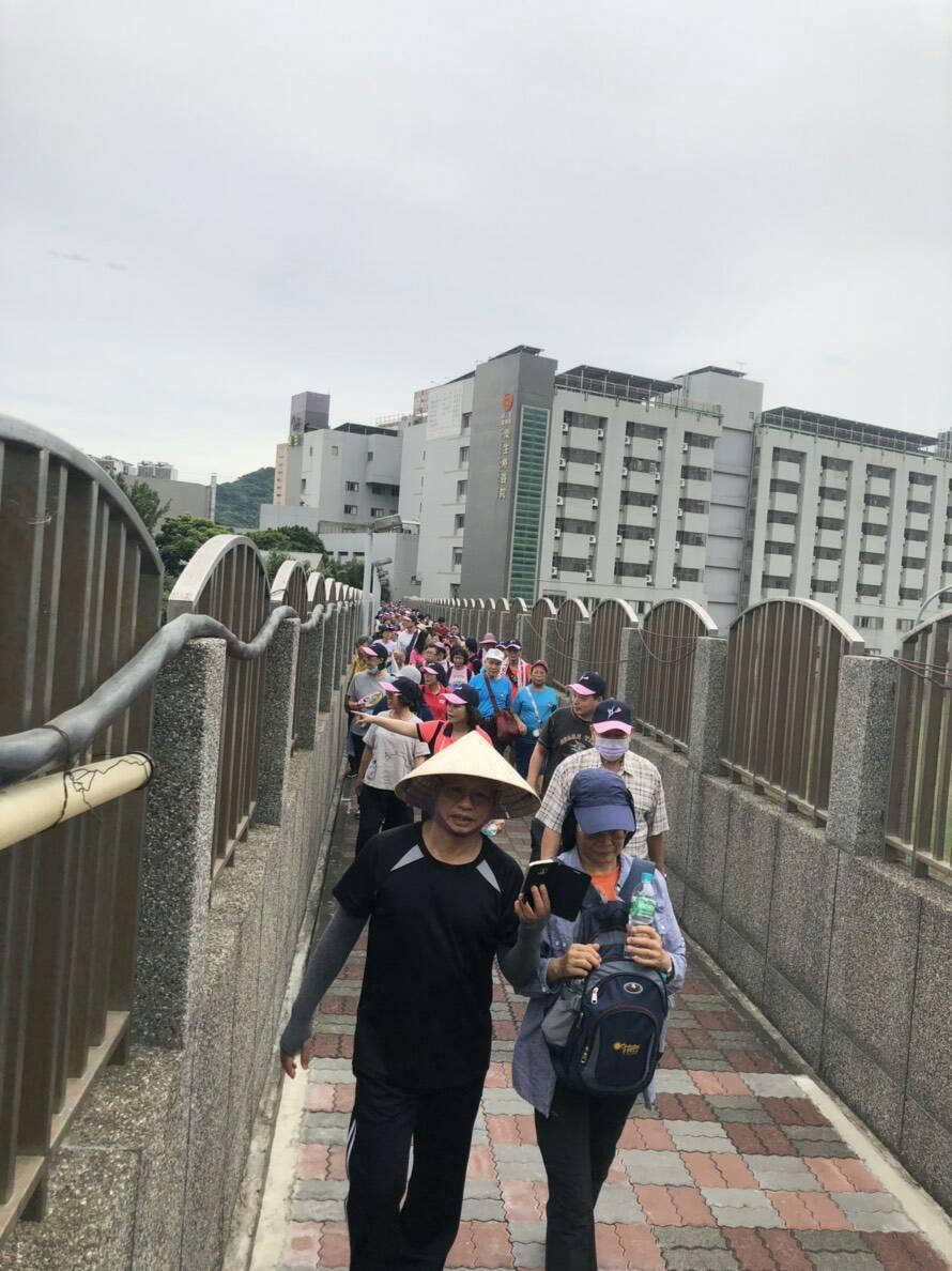 桃園樂生療養院舉辦全民健走活動,今日上午吸引1400人響應。圖/樂生療養院提供
