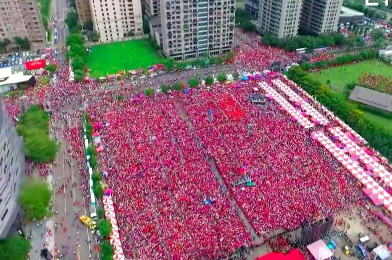 韓國瑜台中場造勢,至下午近4點,現場已有5萬人。圖/取自網路空拍