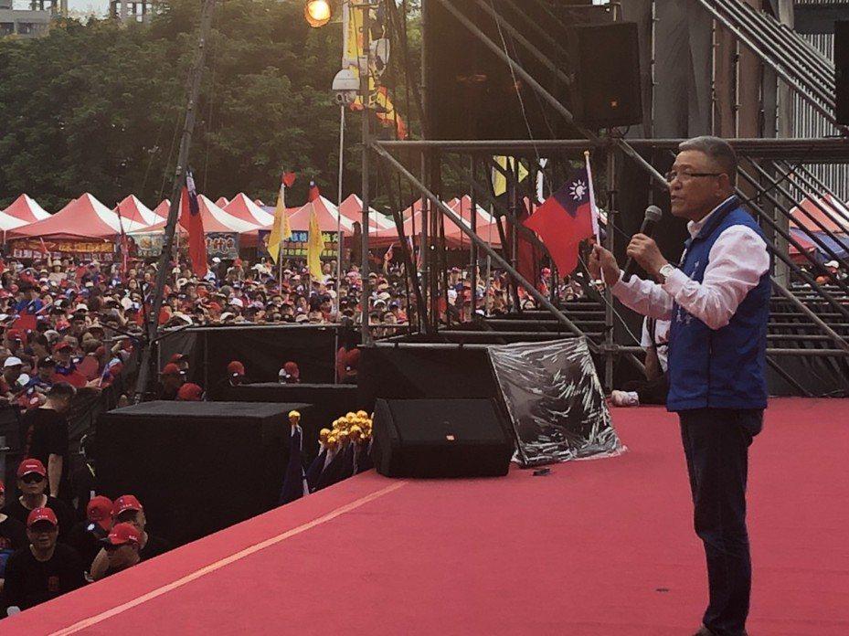 全國農會理事長蕭景田今天參加台中場韓國瑜造勢,他說,選舉到綠營又要扯「黑金、派系」,支持者千萬不要被分化了。記者陳秋雲/攝影