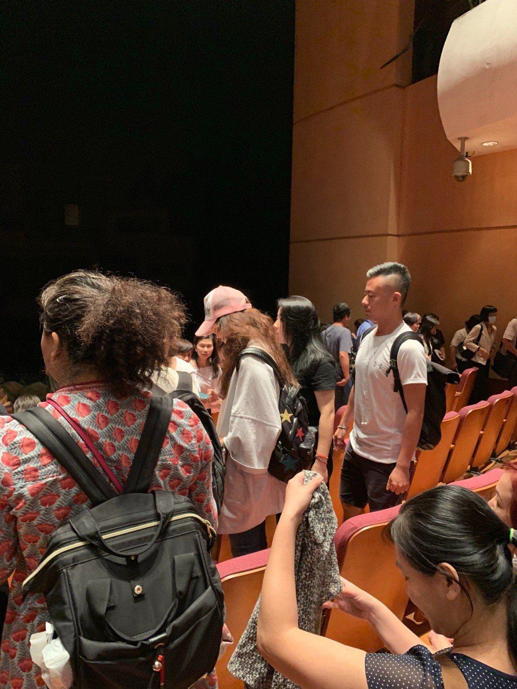舒淇看舞台劇「人間條件2」現身觀眾群。圖/讀者提供