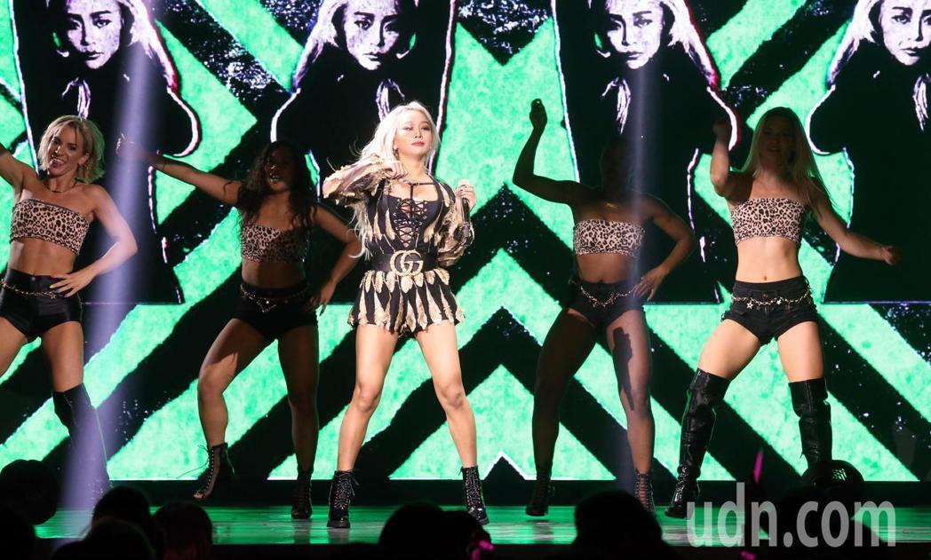 韓星孝琳今晚在台北ATT SHOWBOX(大直館)舉辦演唱會,熱情開唱。記者林俊...