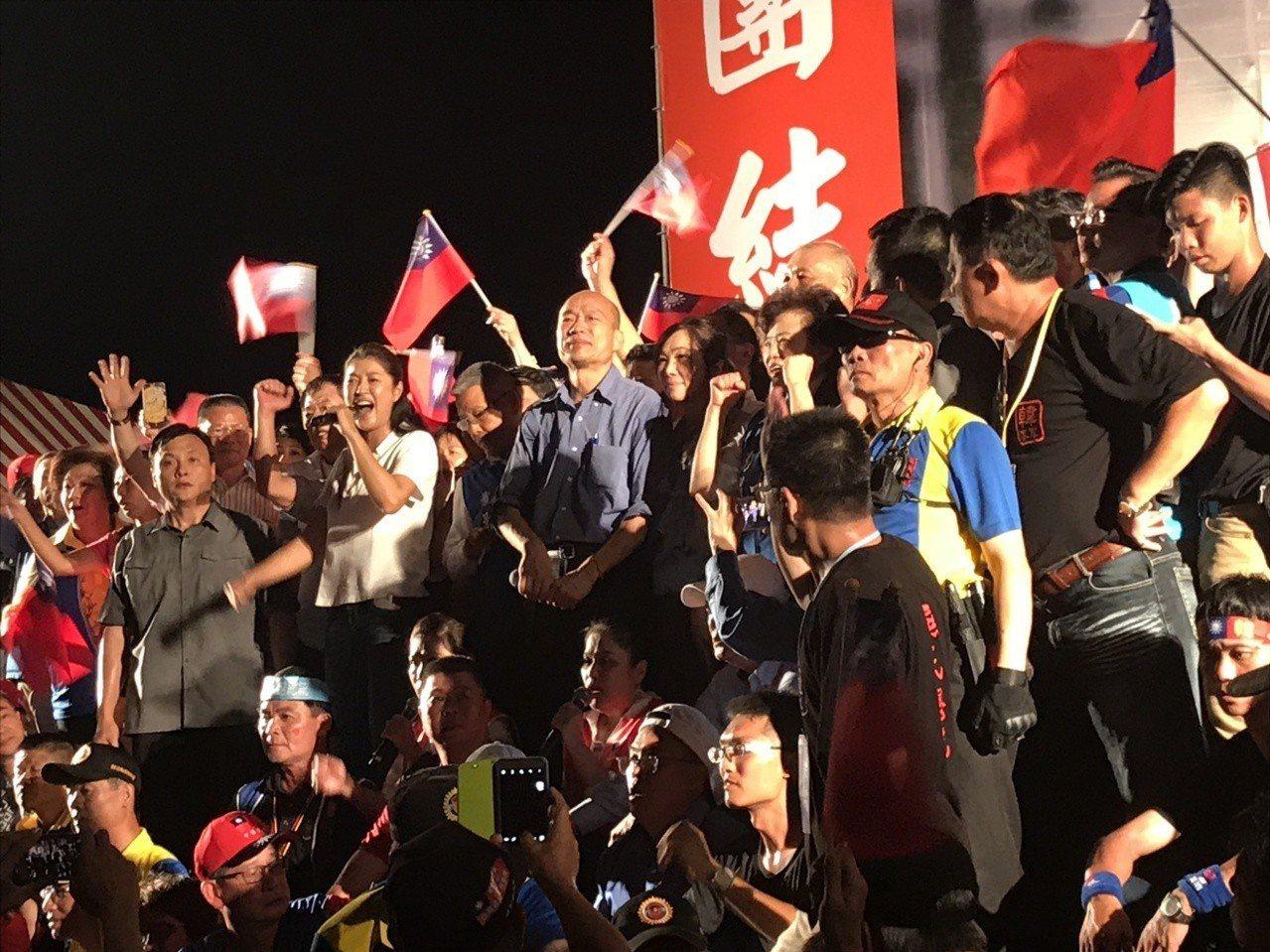 韓國瑜今天在台中造勢活,國民黨高雄市議員黃紹庭說韓國瑜談中小企業,也有針對鴻海集...