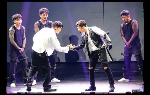 Super Junior的東海、銀赫22日以子團體D&E身分開唱,在新莊體育館一連舉辦2場演唱會,共吸1.1萬名粉絲捧場。他們都已33歲,在韓國曾被問到能否繼續負荷激烈舞蹈,今用實力證明毫無...