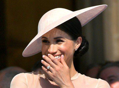 來自美國、本來是演員的梅根嫁入英國皇室一年多,不但替哈利王子生了兒子亞契,更是最受談論、最引起矚目的皇室成員之一,這一切可能都是她早就努力要達成的目標?!一本討論她的專書引述她友人的話,表示她從少女...