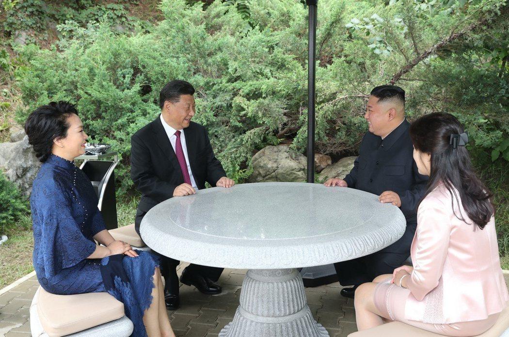 中共中央總書記、國家主席習近平;朝鮮勞動黨委員長、國務委員會委員長金正恩。新華社