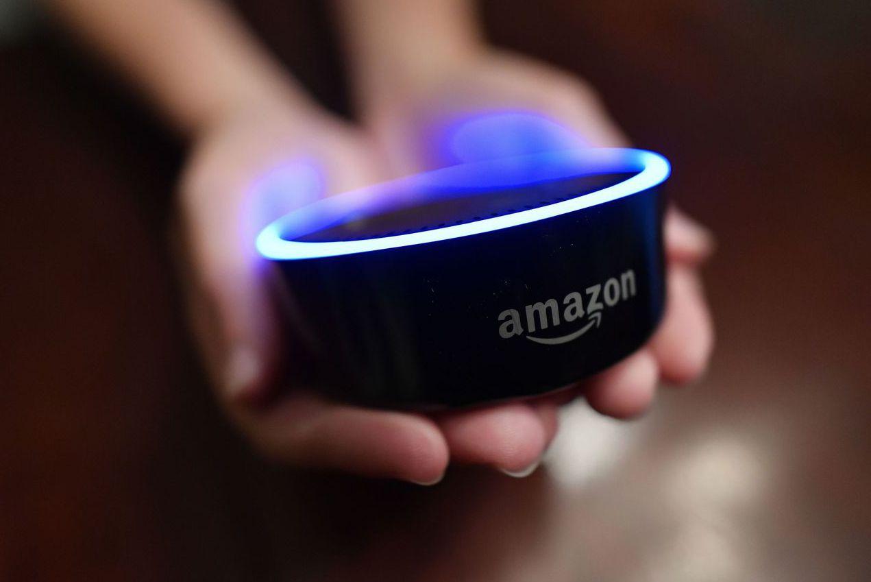 人工智慧發展突飛猛進但也引起隱私爭議,圖為亞馬遜推出的Echo智慧音箱。 (美聯...