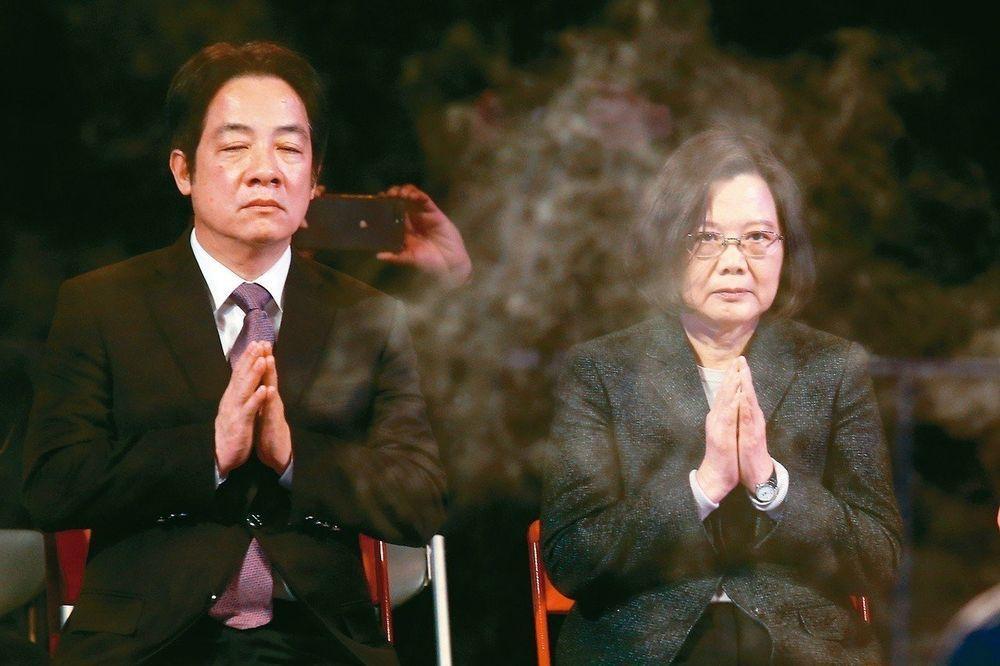 游盈隆認為蔡英文(右)忽視黨內的民主程序,集大權於自身。圖/聯合報系資料照片