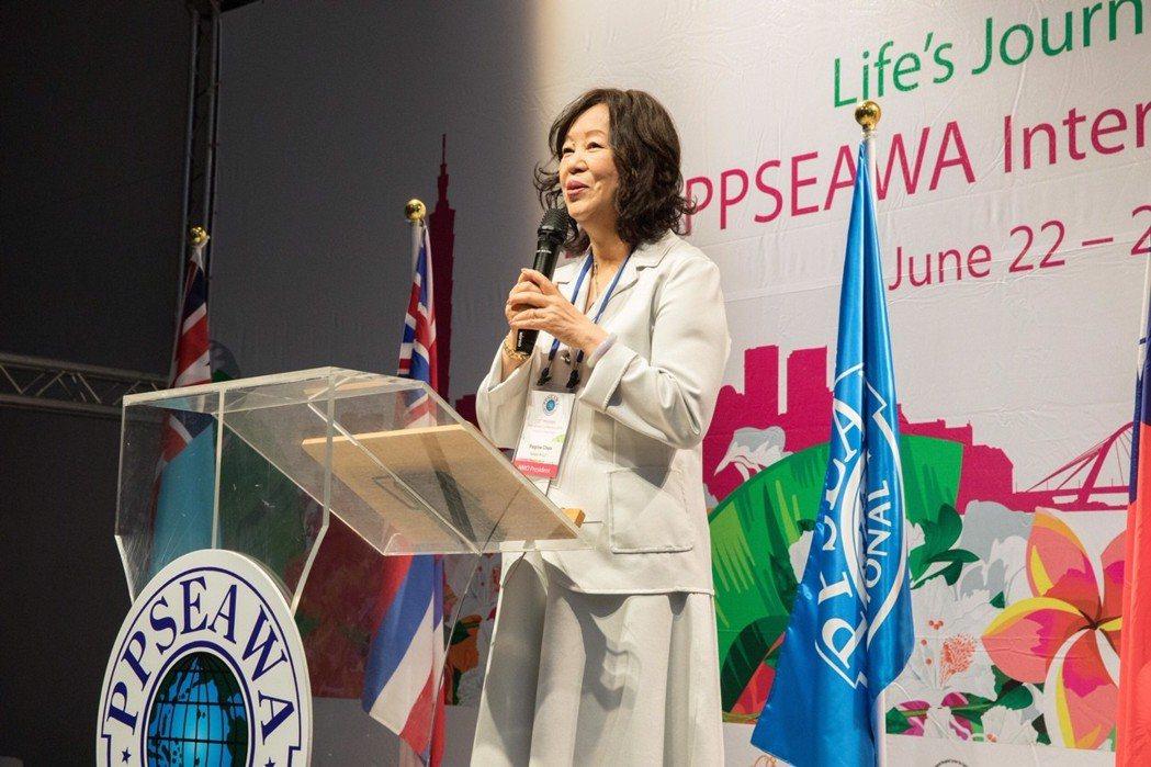 主辦單位PPSEAWA中華民國分會理事長陳淑珠開幕致詞,對各會員國代表團來台參與...
