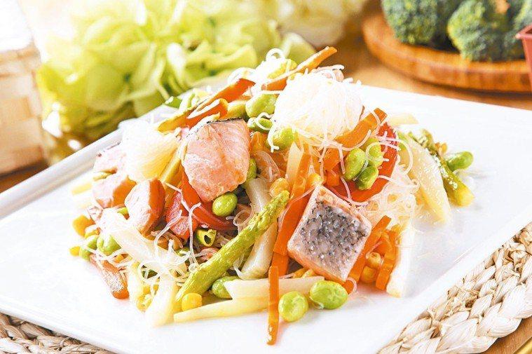 奶油檸檬鮭魚炒米粉 圖/美威鮭魚提供