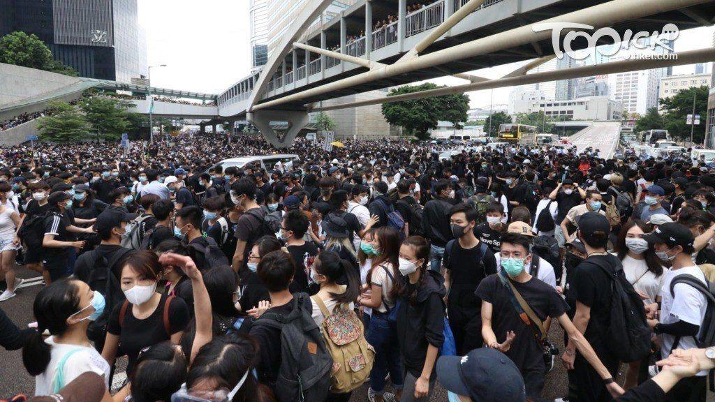 32名卸任港府高官、立法局議員參與連署,要求香港特區政府立即撤回逃犯條例修正案,...