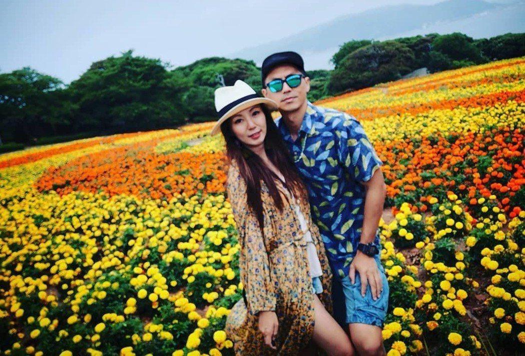 香港電台DJ森美,首次在社群上分享與老婆的恩愛合照。