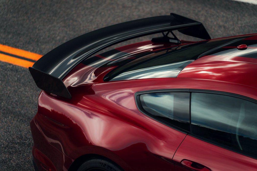 Shelby GT500能產生550磅的最大後下壓力。 摘自Ford
