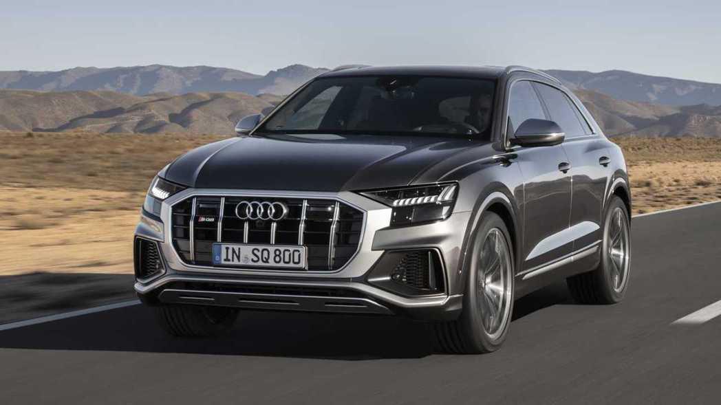 Audi SQ8靠著EPC電子渦輪與48V輕油電技術,能讓扭力在1000rpm時...
