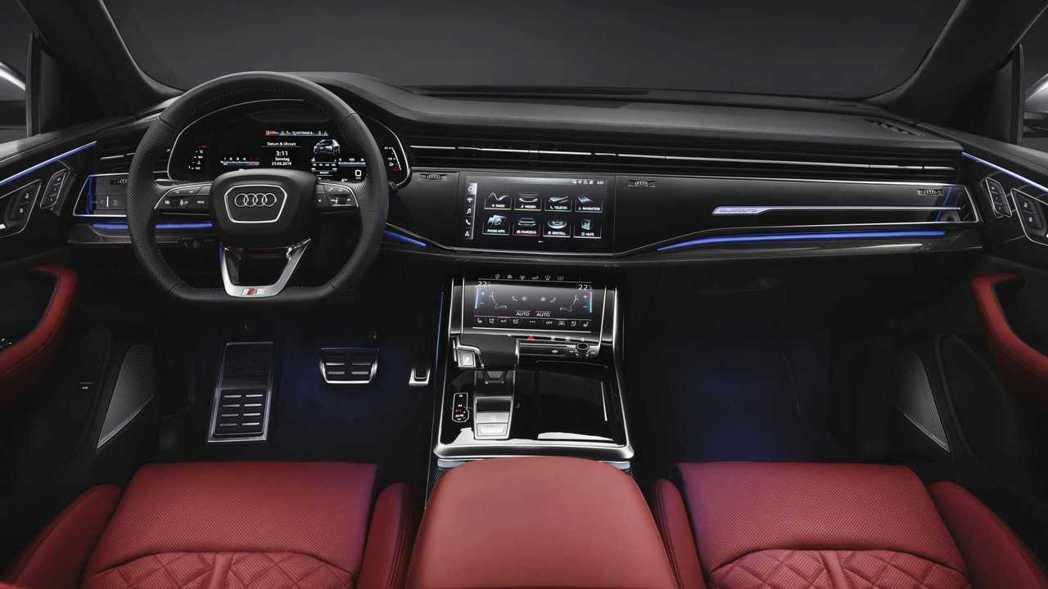 Audi SQ8內裝使用碳纖維飾板點綴。 摘自Audi