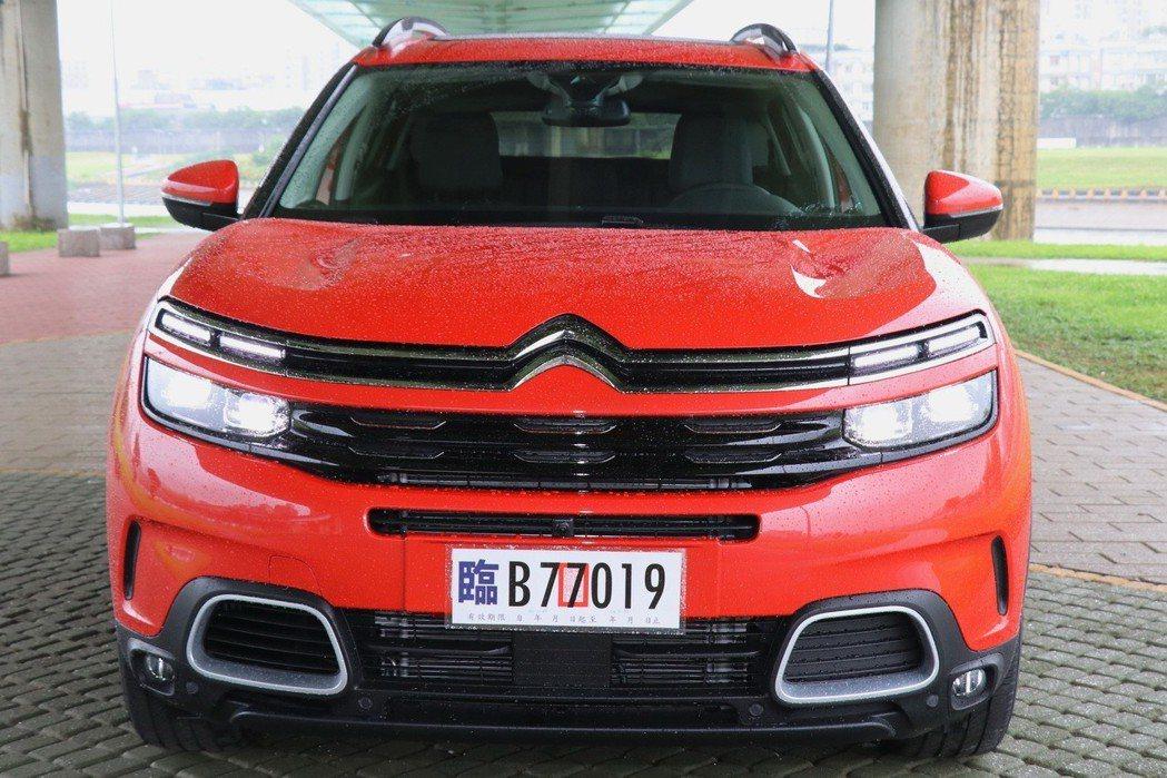 C5 Aircross 的設計概念,來自 2015 年於上海車展推出的 AirC...