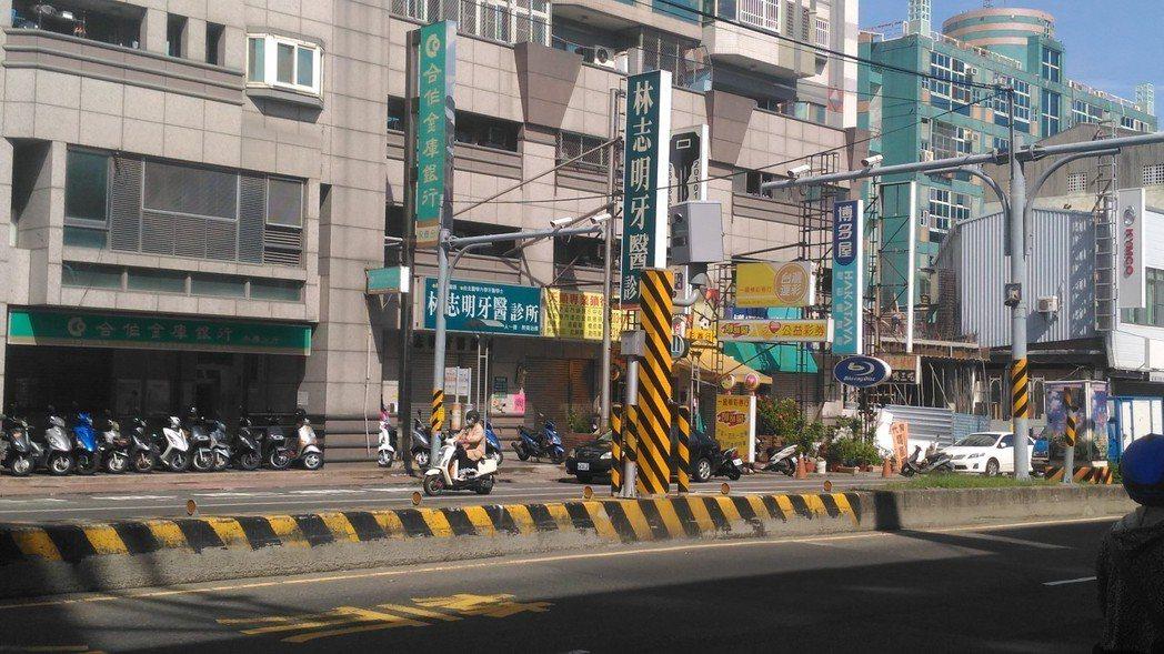 台南市永康區中華路、中華二路口測速照相機,拍下全市闖紅燈多達4千2百多件。記者黃...