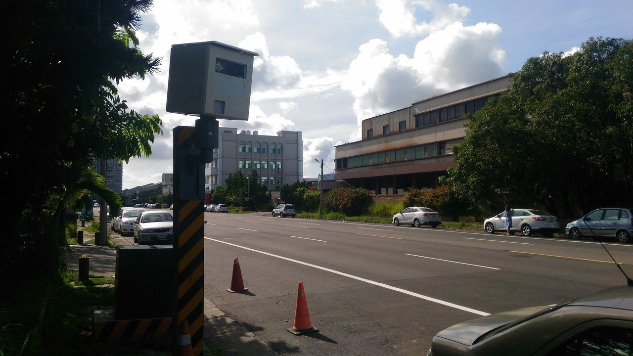 台南市交通大隊組長廖信智說,全市測速機拍攝車頭或是車尾的都有,不會因為有民眾反映...