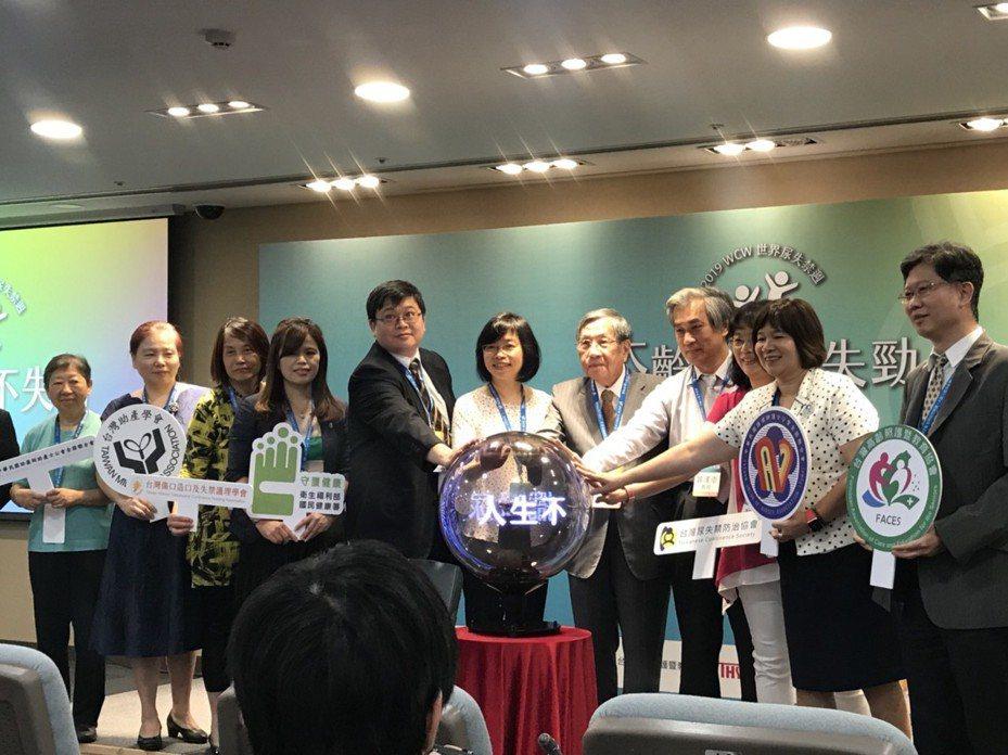 台灣尿失禁防治協會與各醫師、學者等齊呼籲,尿失禁成因不同,民眾別害羞就醫,經專業醫師評估後再對症下藥,才能有效改善。記者簡浩正/攝影