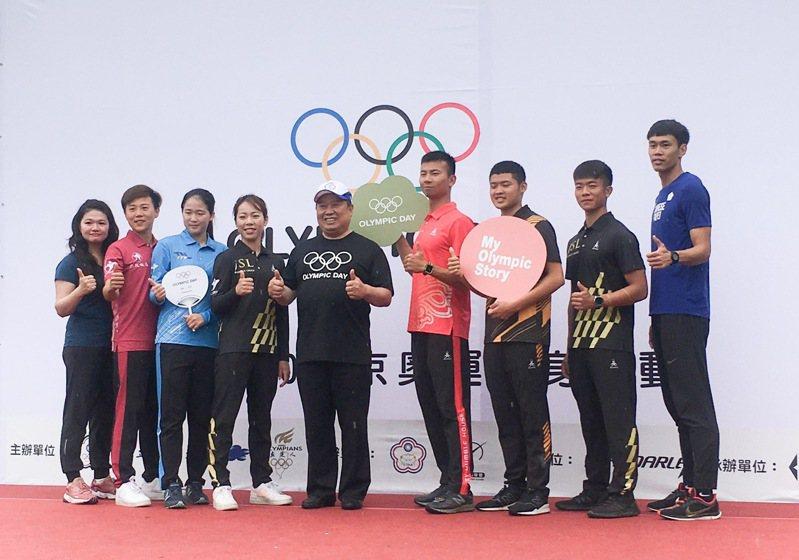 中華奧會主席林鴻道(左五)。 報系資料照