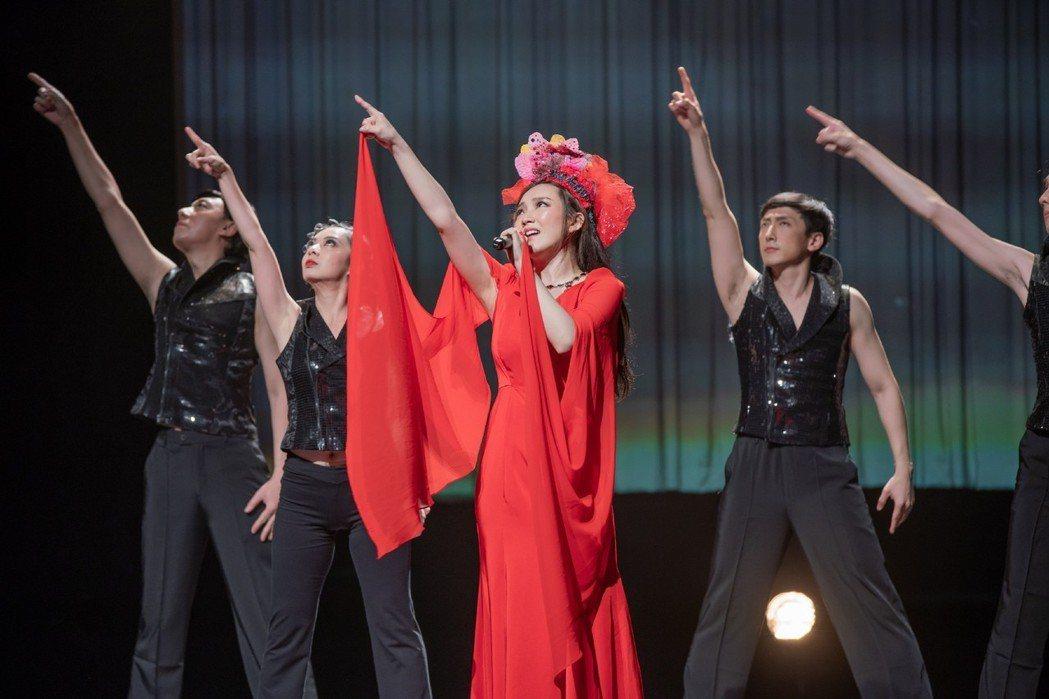閻奕格(中)在香港主演「搭錯車」音樂劇。圖/春天實驗劇場提供