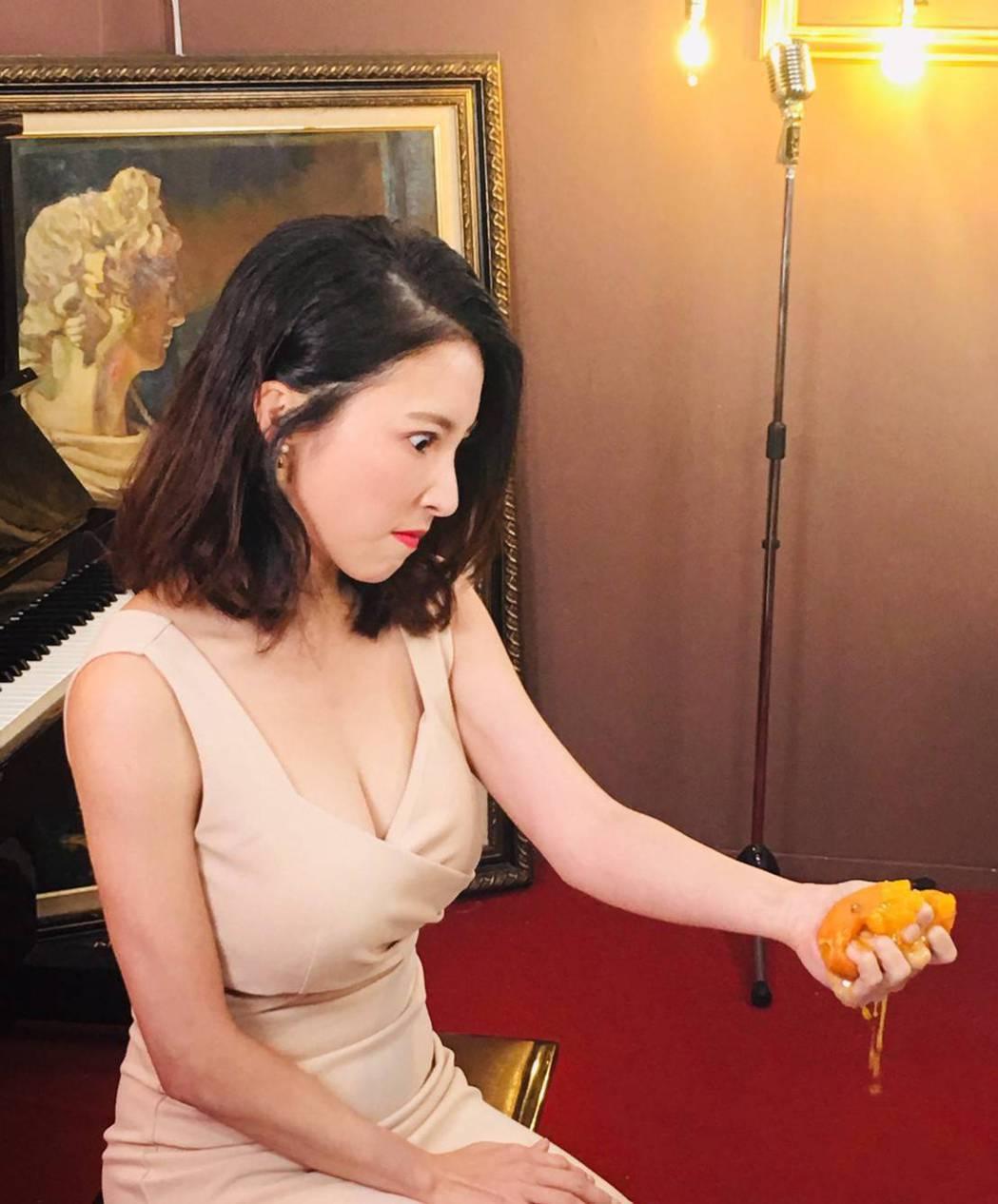 張家瑋上演爆橘拳。圖/維他露黃金激塑提供