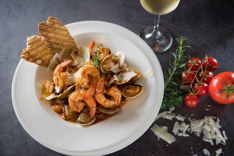 鮮蝦蛤蜊義大利麵,售價450元。圖/Toasteria Café提供